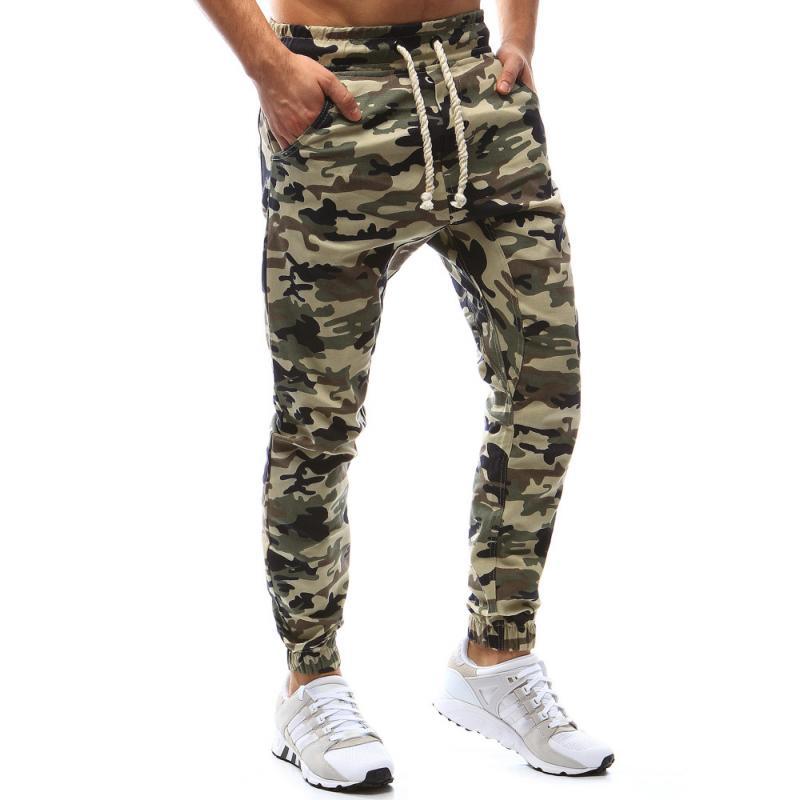 22fbcba85 Pánské nohavice joggery maskáčové béžové | manSTYLE.sk